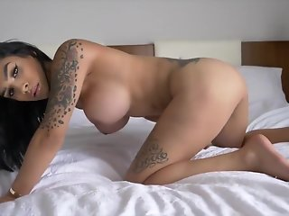 solo wild tranny jerking bed